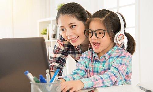 Giúp con phát âm chuẩn khi học tiếng Anh cùng bé